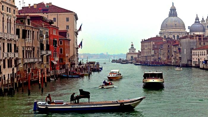 Concert flottant sur les canaux de Venise