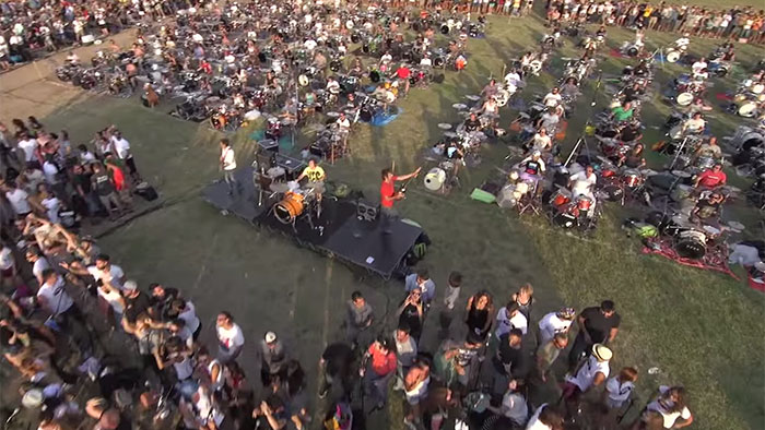L'incroyable reprise de Learn to Fly par 1 000 fans des Foo Fighters