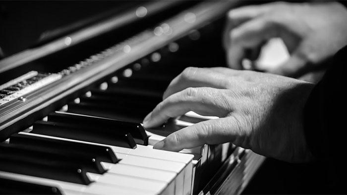 Comment le cerveau gère-t-il les mouvements du pianiste ?