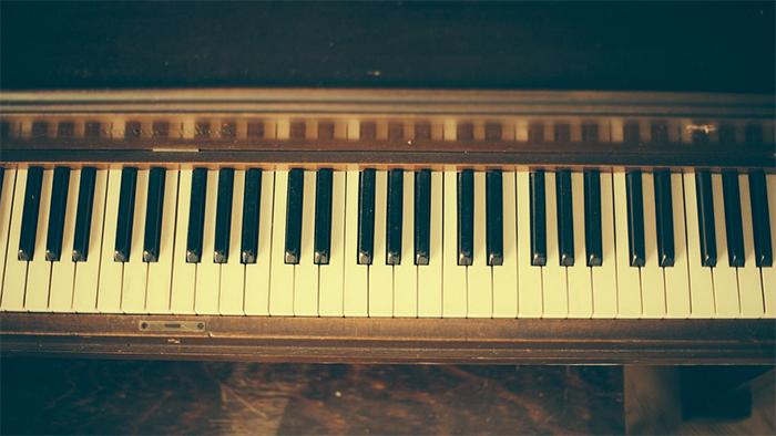 Des pièces d'or dans un piano, l'histoire incroyable d'un accordeur anglais