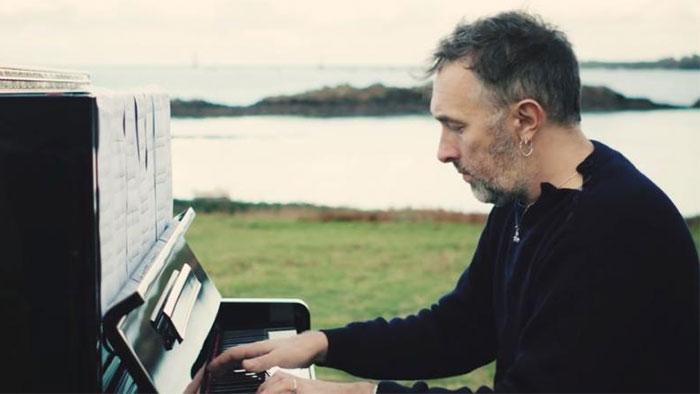 Yann tiersen revient avec dix nouvelles partitions piano for Yann tiersen la fenetre