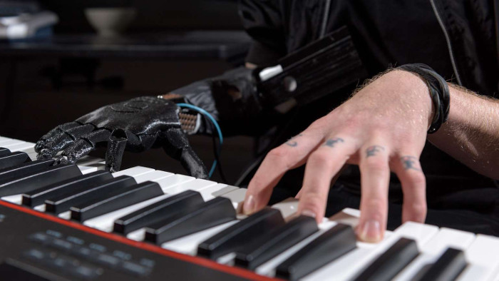 Il rejoue du piano grâce à uneprothèse inspirée de Star Wars
