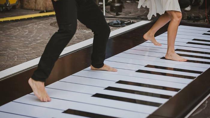 Deux danseurs sur un piano