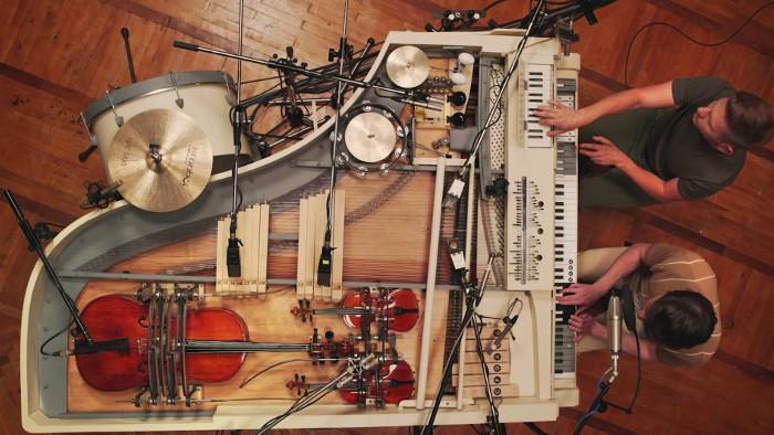 Un véritable orchestre dans un piano
