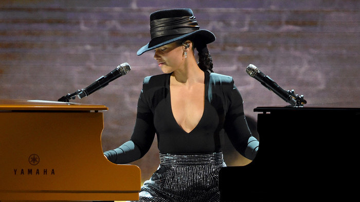 Grammy Awards : Alicia Keys joue sur deux pianos