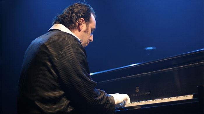 27 heures 03 minutes et 44 secondes de piano, record du monde pour Chilly Gonzales